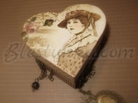 "Small wood box for jewels ""The lady with the hat"""