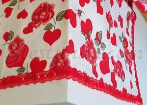 "Table runner ""Roses and hearts"""