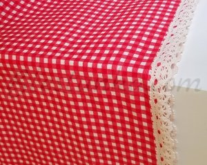 "Table runner ""Red boxes"""